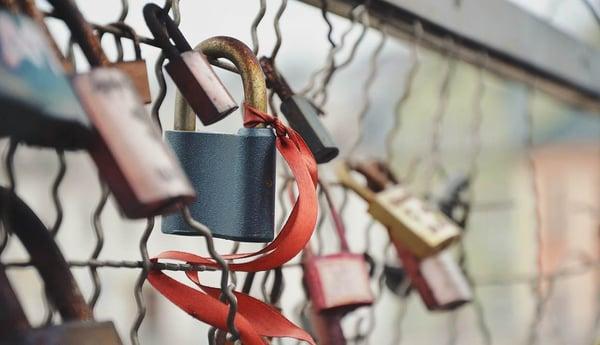 locks-fence